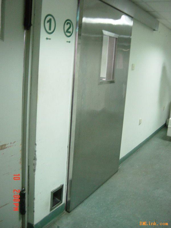 清洁、卫生、密闭的地方.如实验室、手术室、洁净工厂及车