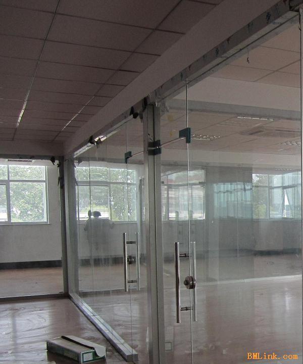 办公室玻璃隔断卫生间铝扣板吊顶