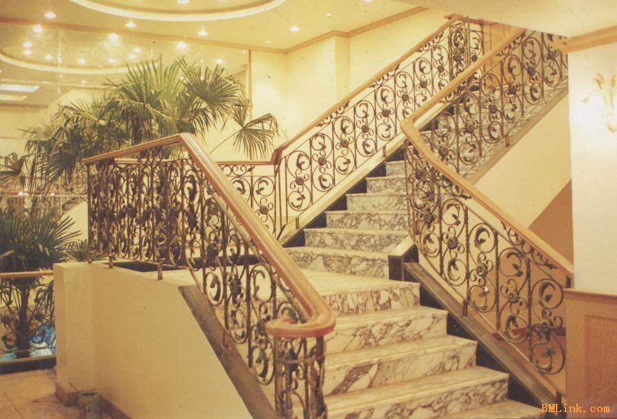 欧式风格实木楼梯