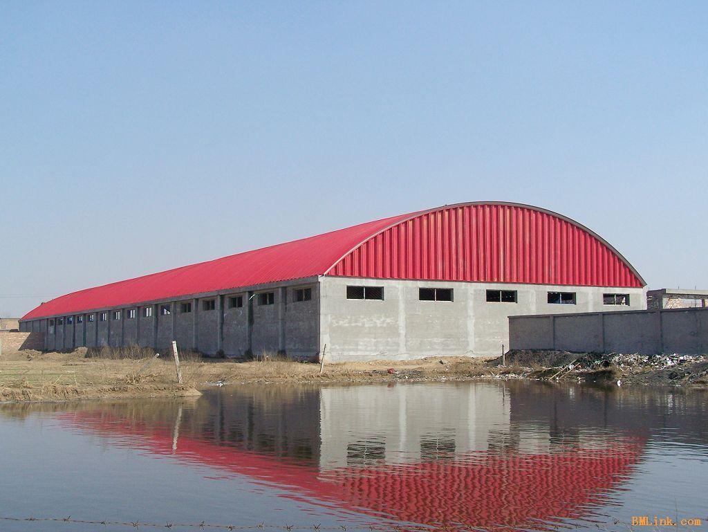 我公司专业从事彩色钢板拱形屋顶及钢结构设计,制作,安装的综合性