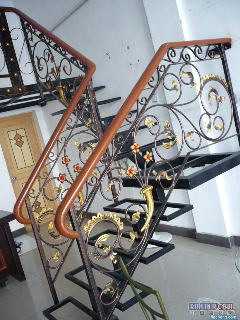 定制欧式铁艺楼梯