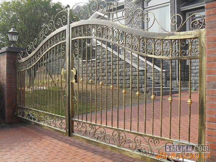 武汉艺家铁艺厂生产:铁艺,铁艺床,铁艺防盗窗,田园风格铁艺围栏,欧式
