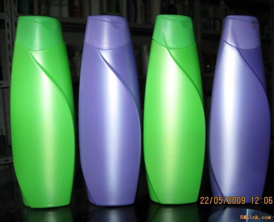 河南郑州市宏升塑料瓶包装厂(电话:13783521571 13683719961)是一家专业生产吹塑包装,吸塑包装的企业,已积累多年生产经验,主要为国内外配套生产高质量吹塑包装:食品塑料瓶,干果塑料瓶,色拉油桶,洗手液塑料瓶,透明喷剂塑料瓶。吸塑包装:吸塑折盒包装,裹筒包装,礼品盒包装,塑料罩包装,塑料托盘包装,绒料包装。塑料瓶:河南塑料药瓶,化妆品塑料瓶,洗化塑料瓶,喷枪塑料瓶,洗手液塑料瓶,洗面奶塑料软管,PET塑料瓶,PE塑料瓶,膏霜塑料瓶,高周波及超声波等塑料包装产品。本公司生产的塑料包装制品广泛