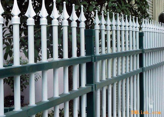 供应阳台栏杆楼梯扶手围墙护栏 供应阳台栏杆楼梯扶手围墙护栏产品简介组装式阳台栏杆是不锈钢,铁艺阳台栏杆的完美替代品,它的性能,安全牢固性,美观等方面都比传统阳台栏杆有进一步改进,而且制作起来比较省时省力,在保证利润的同时,大大减少了制作人员的工作时间,提高生产量。同时本产品的颜色多样化也深受广大客户的欢迎。产品编号:组装式阳台栏杆安装全免焊接,均采用锌钢五金配件,工程尼龙配件,304不锈钢螺丝组装而成,安全,美观,牢固,环保。 供应阳台栏杆楼梯扶手围墙护栏 产品简介 组装式阳台栏杆是不锈钢,铁艺阳台栏杆的