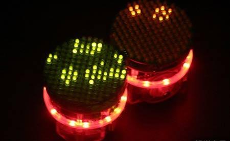 """摄像头等等),这些感应器就是它们的""""感觉器官"""",而148个发光二极管则能"""