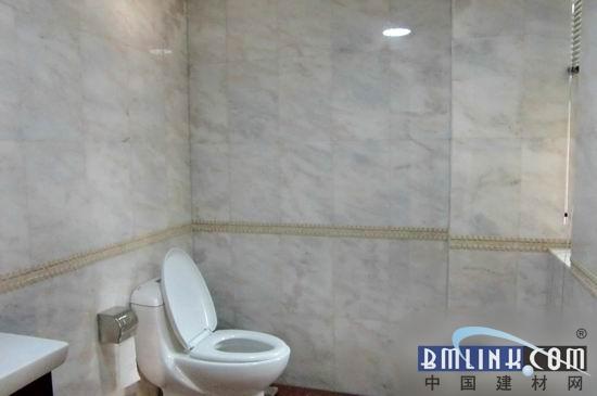 玫瑰红石材卫生间墙面装饰效果图