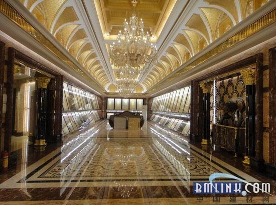 欧式皇家风格的大厅如宫殿般金碧辉煌