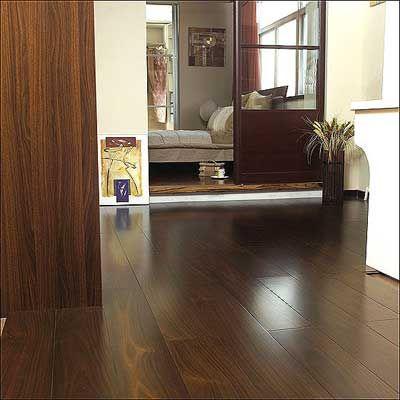 颜色单一:目前,市场上竹地板的颜色只有本色和碳化色两种,相比木地板