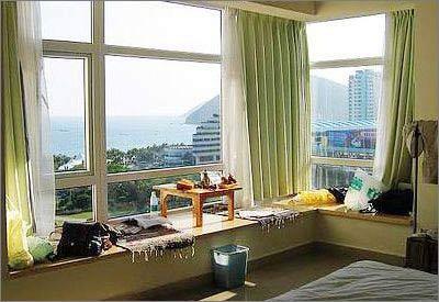 > 小户型飘窗装修设计 省钱装出炫丽家居     现在很多楼房都有飘窗的